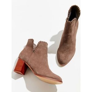 Urban outfitters Sasha style suede booties
